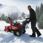 Снегоуборочная машина  или снегоуборщик для дачи. Как выбрать снегоуборщик?