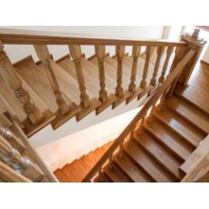 Монтаж деревянных лестниц в домах